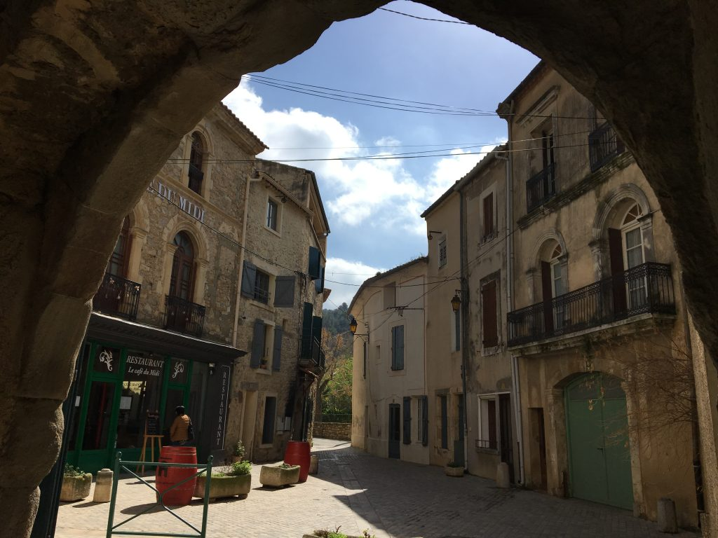 Bize-Minervois | Join us for a 3-night break in the beautiful riverside village of Bize-Minervois. A fun short holiday ideal for beginners or experienced sketchers!