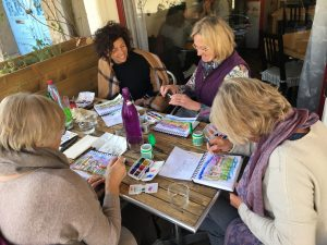 Sketching classes for groups | For groups of 4 or 5, the 5-class option is ideal for learning to sketch in the company of good friends. Have fun and share your sketching adventure together!