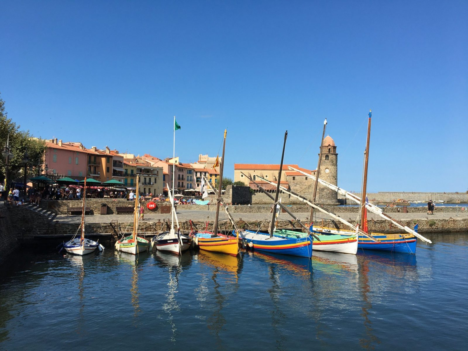Collioure sketching weekend | Workshops, holidays and online courses to develop your sketching and watercolour skills whilst learning more about French life and culture.